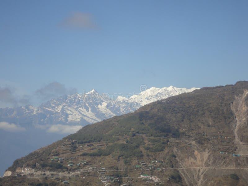 дорога гор ландшафта холма к стоковое изображение rf