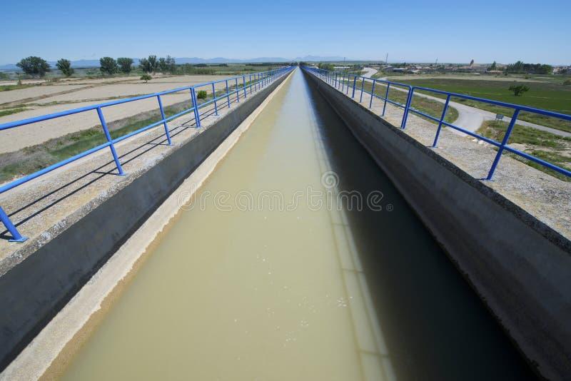 Download Оросительный канал стоковое изображение. изображение насчитывающей цемент - 37928721