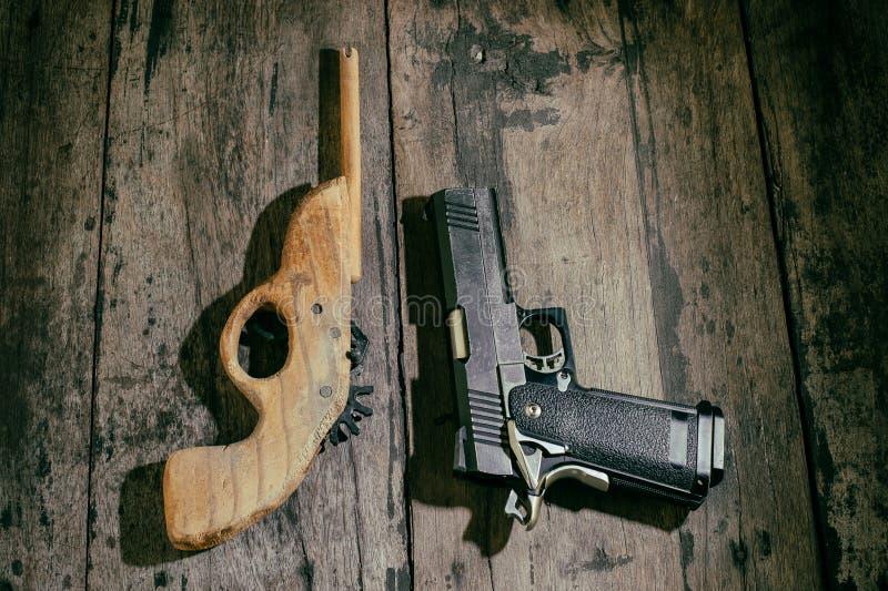 Оружие игрушки мальчика стоковые фотографии rf