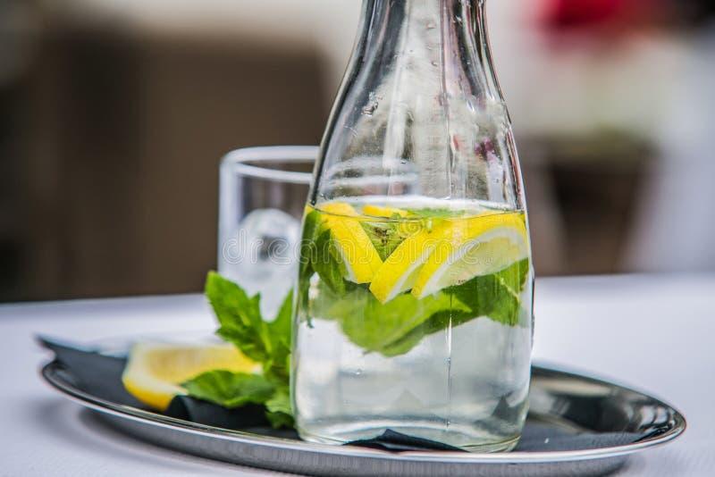 Освежая питье цитруса лета лед-холодное стоковые фотографии rf
