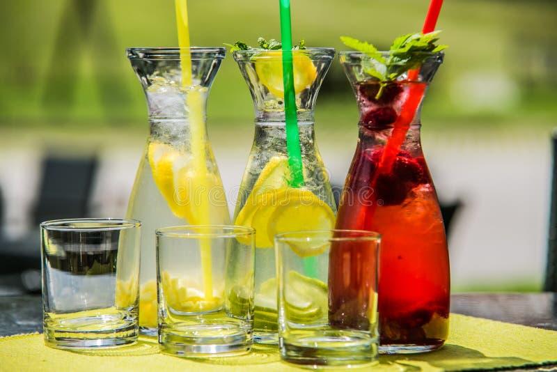 Освежая питье цитруса лета лед-холодное стоковое фото rf