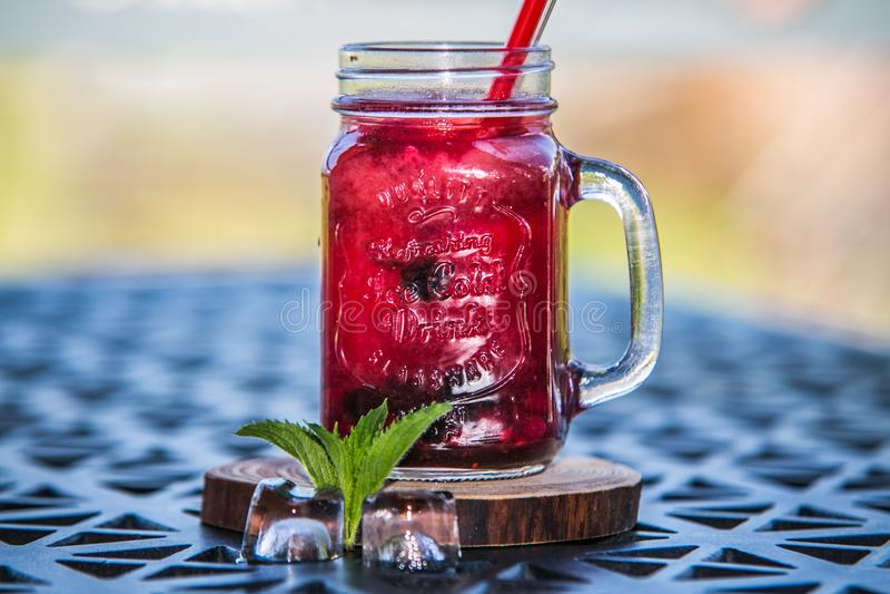 Освежая питье цитруса лета лед-холодное стоковые изображения