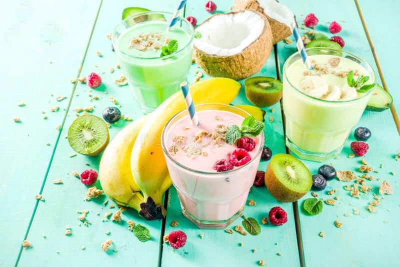 Освежая milkshakes или smoothies стоковая фотография rf