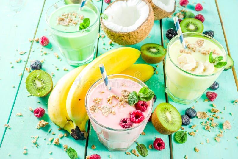 Освежая milkshakes или smoothies стоковые изображения