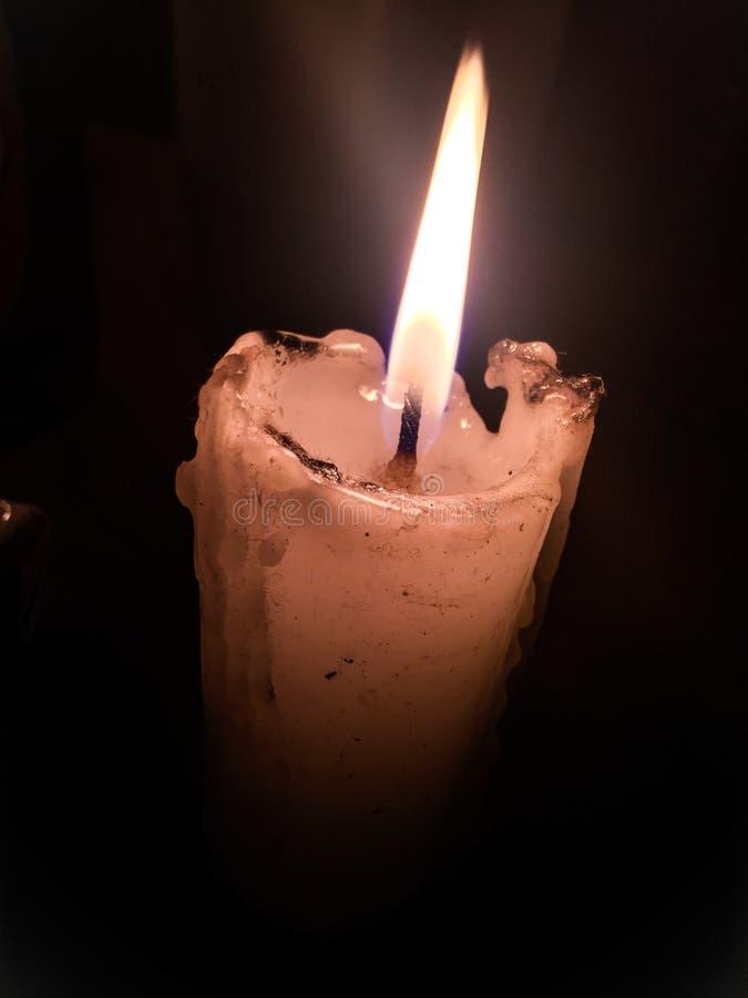 Освещать искусство дизайна с романтичной свечой стоковое изображение