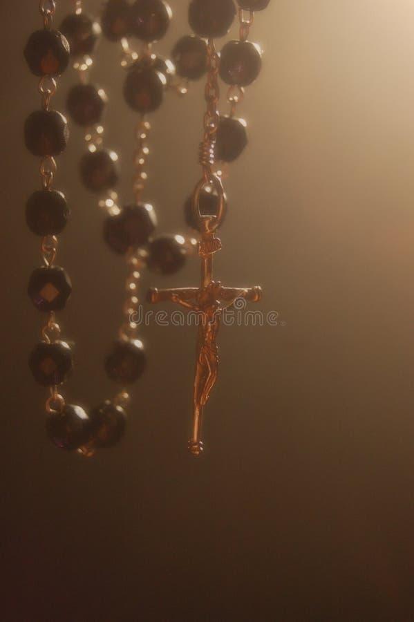 освещать мистический rosary контржурным светом стоковые фотографии rf
