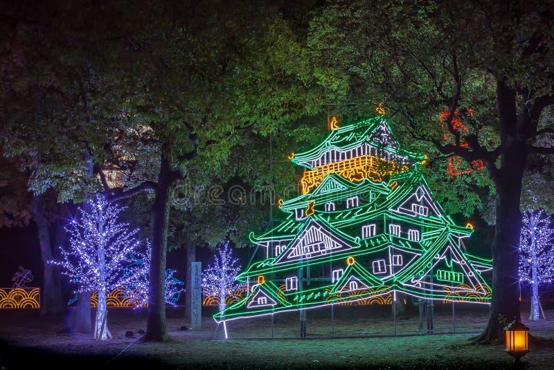Освещение ночи замка Осака, Осака, Япония стоковые фото