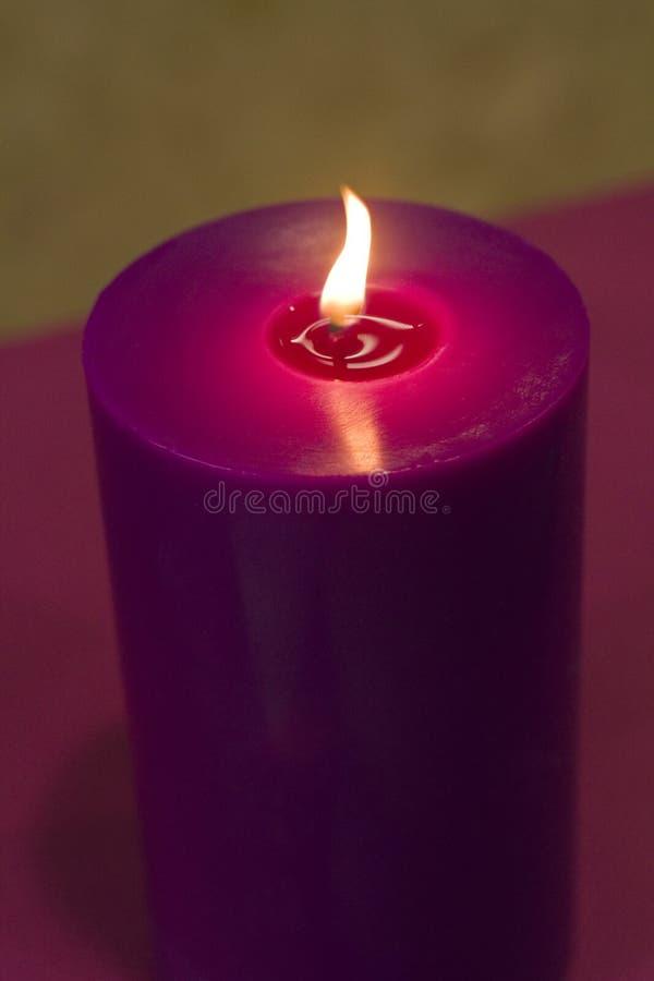 освещенная свеча стоковая фотография rf