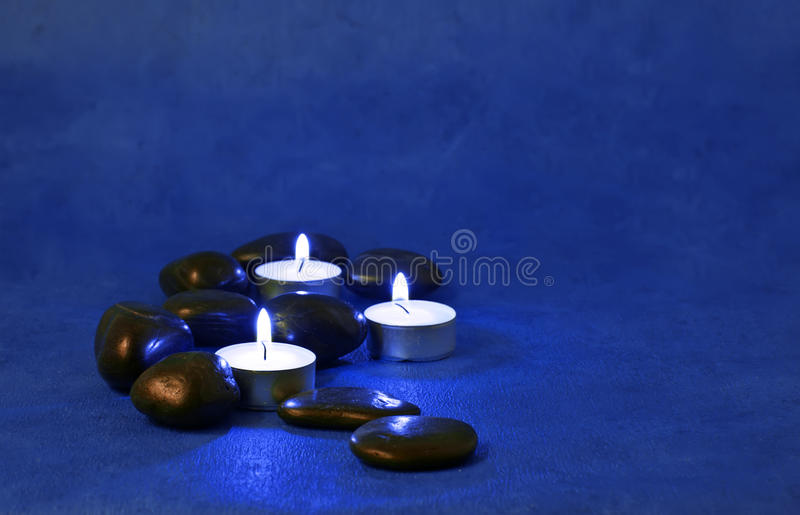освещенные свечки стоковое фото rf