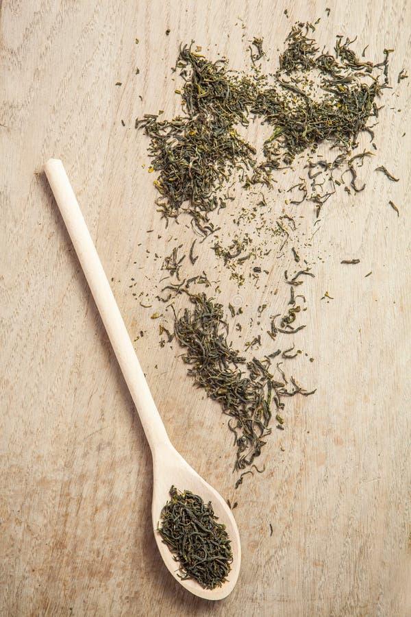 Освободите высушенный зеленый чай стоковая фотография rf
