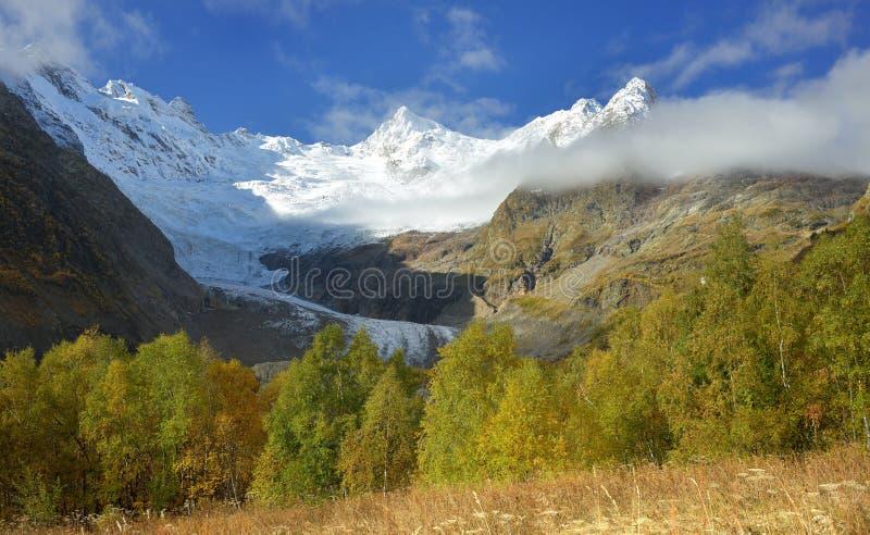 Осень в горах стоковое изображение rf