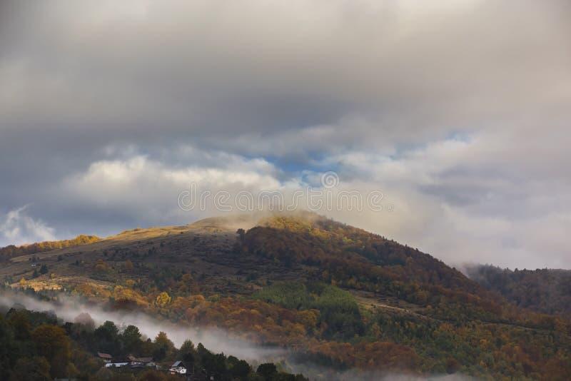 Осень в countrside в Румынии стоковые фото
