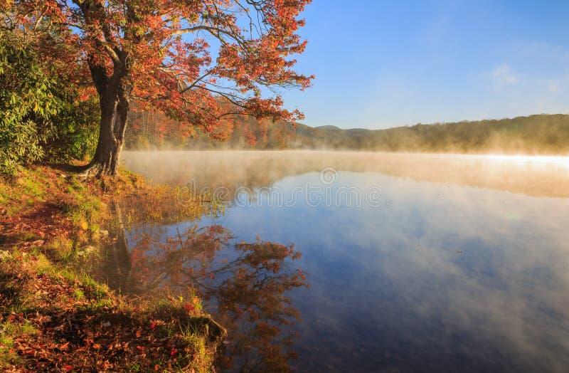 Осень голубое Ридж Северная Каролина NC озера цен тумана стоковая фотография rf