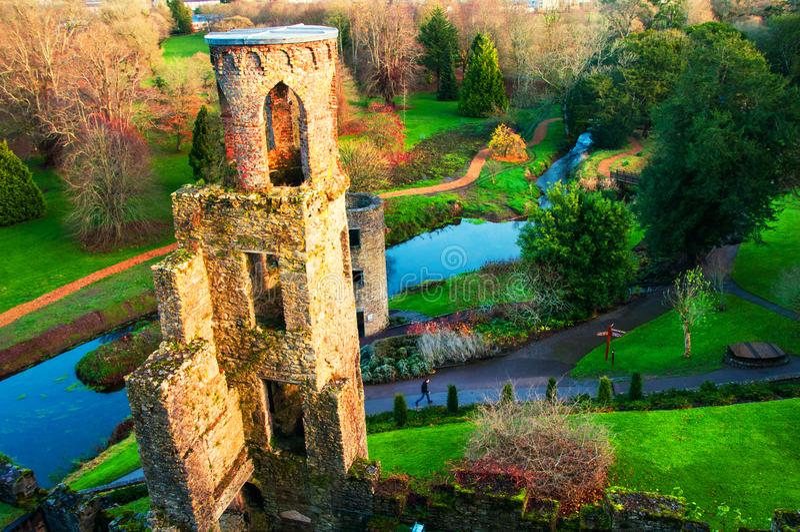 осень Ирландия Вид с воздуха башни замка лести в Ирландии стоковые изображения