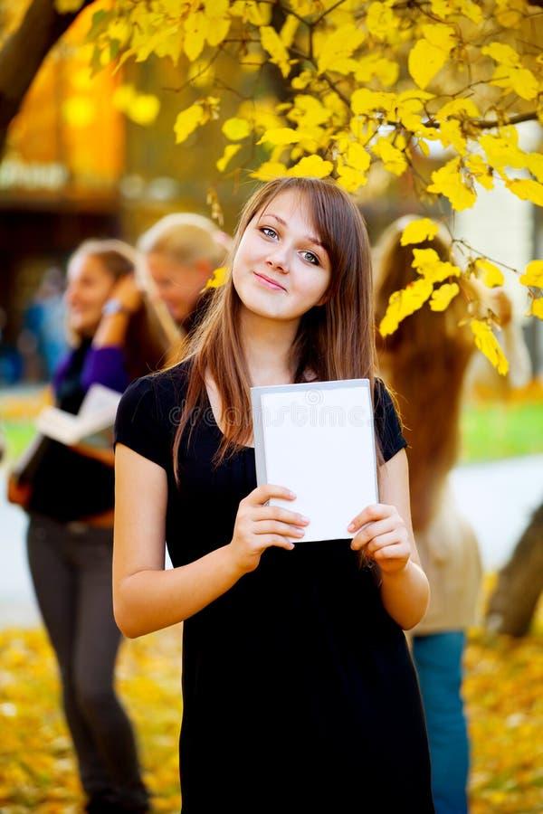 осень много паркуют студентов стоковое изображение rf