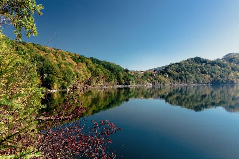 Осень на озере стоковая фотография rf