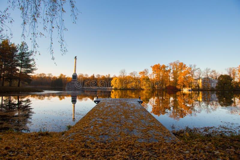 Осень на озере стоковые фотографии rf