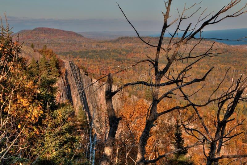 Осень на пике Carlton гор Sawtooth в северной Минесоте на северном береге Lake Superior стоковая фотография