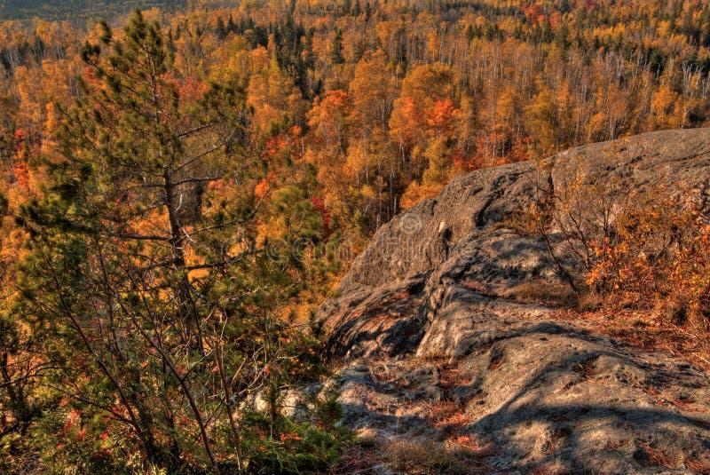 Осень на пике Carlton гор Sawtooth в северной Минесоте на северном береге Lake Superior стоковое фото rf