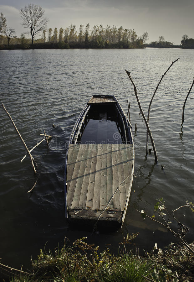 Осень на реке 2 стоковые фото