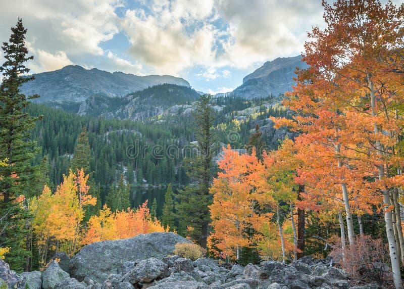 Осень, озеро медвед, национальный парк скалистой горы, CO стоковые изображения