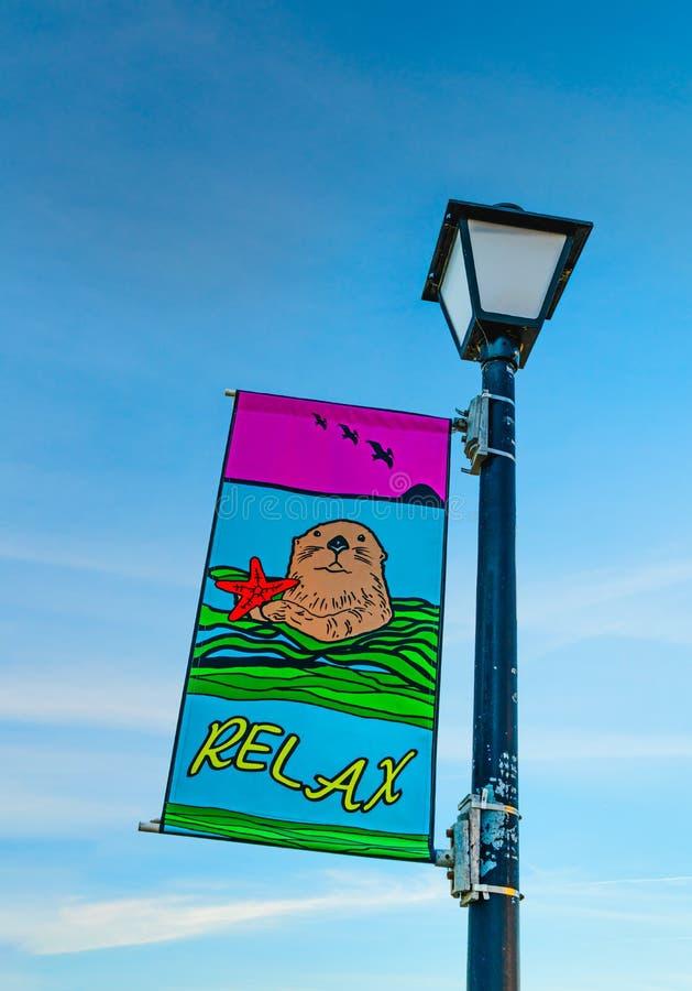 Ослабьте знак на пляже стоковое изображение rf