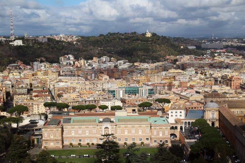 Осмотрите форму куполок собора Ватикана St Peter стоковые фото