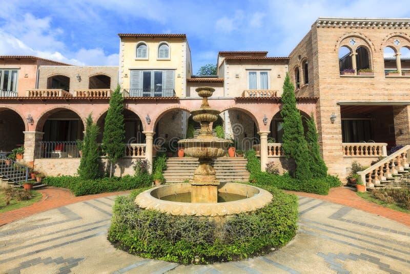 Осмотрите экстерьер современного курорта Toscana Ла здания стоковое фото rf