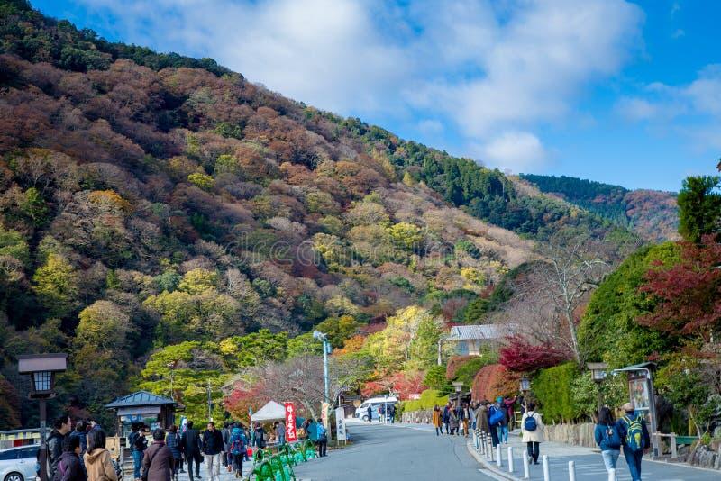Осмотр достопримечательностей вокруг зоны Arashiyama в Киото, Япония стоковые фотографии rf