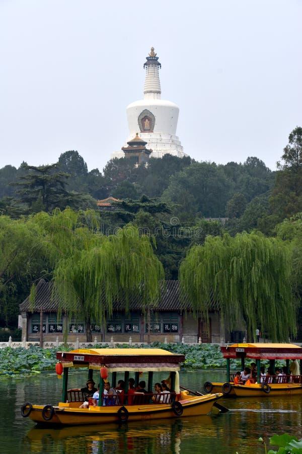 Осмотр достопримечательностей на парке Beihai, Пекин, Китай стоковое фото rf