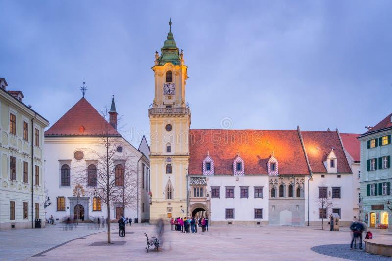 Основная рыночная площадь Братиславы, Словакии стоковые фотографии rf