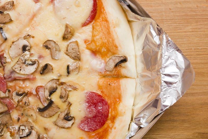 Основные отбензинивания пиццы стоковое изображение