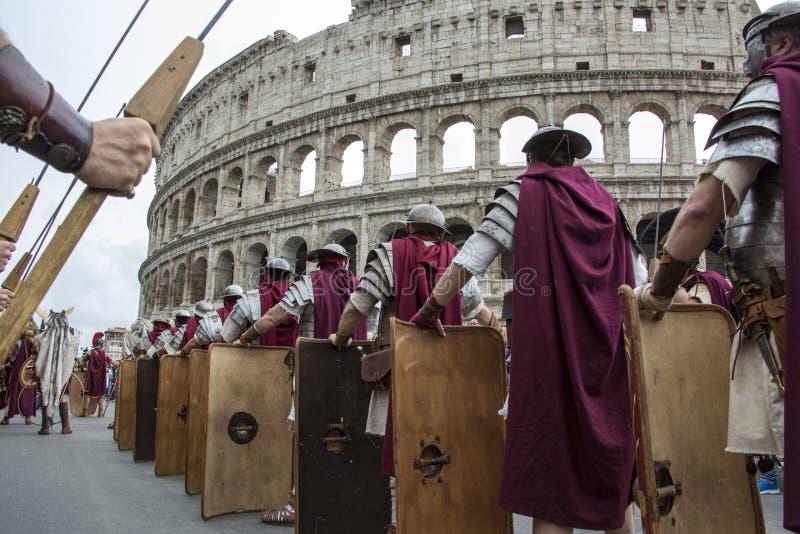 Основывать Рима: парад через улицы Рима стоковое фото rf