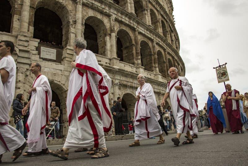 Основывать Рима: парад через улицы Рима стоковая фотография rf