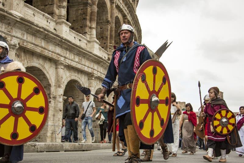 Основывать Рима: парад через улицы Рима стоковые фото