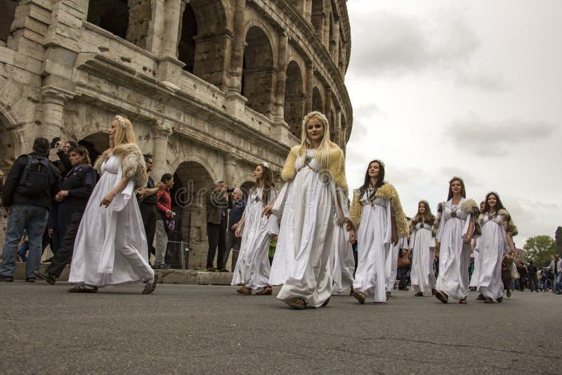 Основывать Рима: парад через улицы Рима стоковое изображение