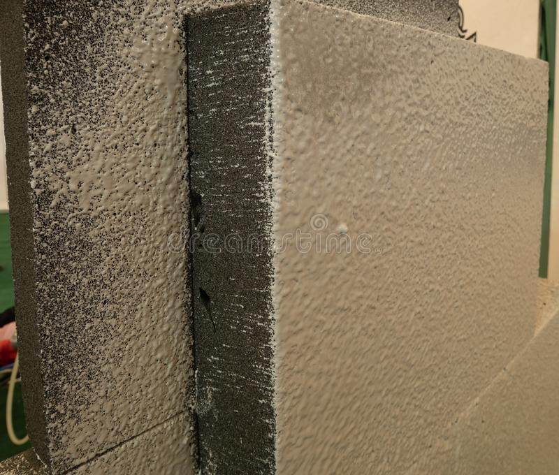 Особенное водоустойчивое покрытие распыляя на внешней стене строя до стоковое фото