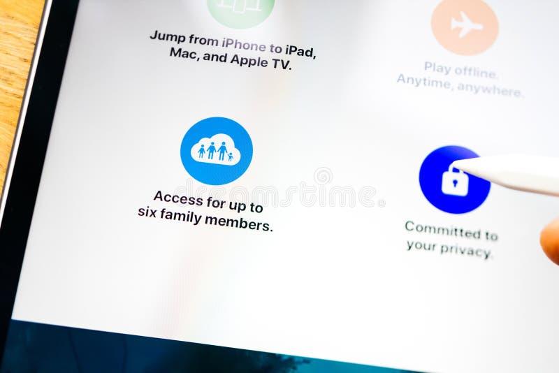 Особенности аркады Яблока на доступе семьи планшета iPad Pro стоковая фотография rf