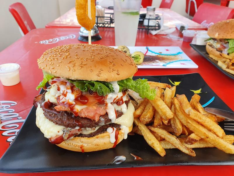 Особенный большой гамбургер стоковое фото