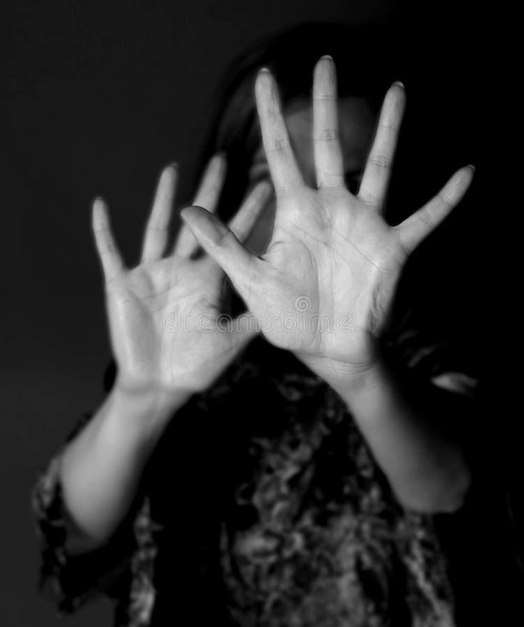 Остановите злоупотребить женщинами стоковые изображения rf