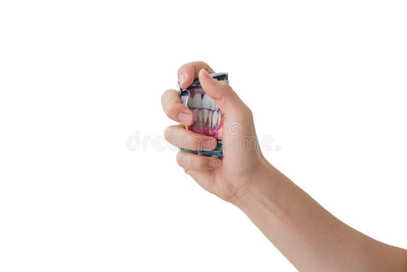 Остановите курить кулак с задавленным пакетом сигарет стоковое изображение rf