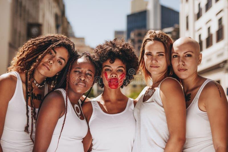 Остановите насилие в семье на женщинах стоковые фотографии rf