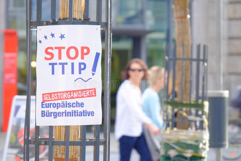 Остановите TTIP стоковое фото