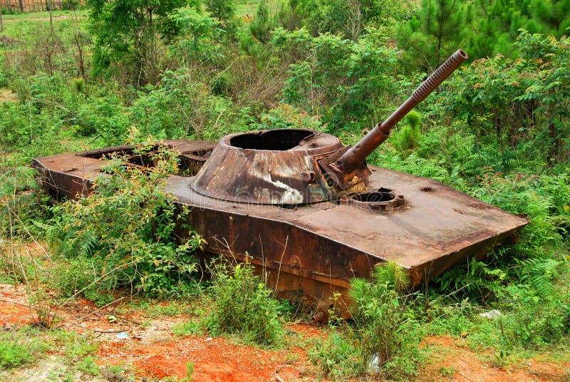Остатки взорванного вне русского танка в северном Loas стоковое изображение