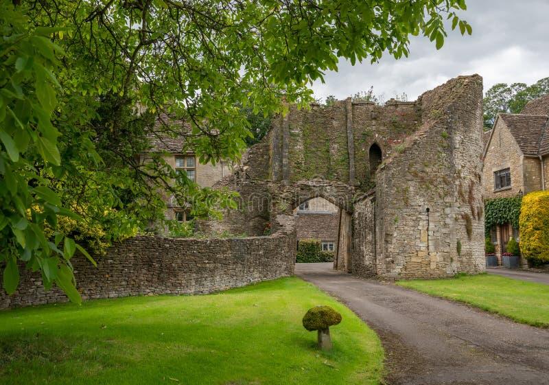 Остатки замка Beverston, построенные как средневековая каменная крепость в деревне Beverston стоковое изображение rf