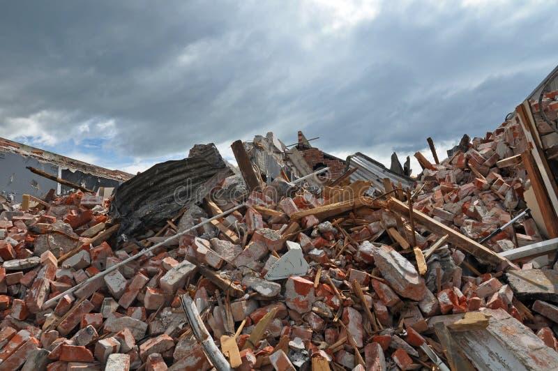 Остатки здания разрушенного землетрясением стоковая фотография rf