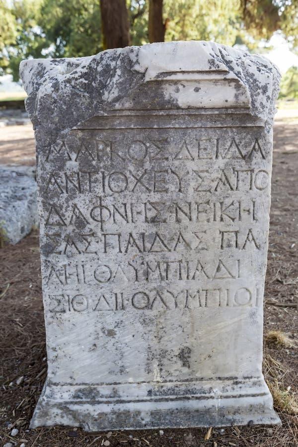 Остатки на старых археологических раскопках Олимпии в Греции Olympi стоковое фото