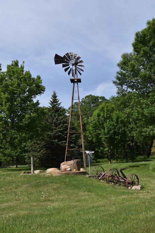 Остатки старой ветрянки фермы стоковые фото