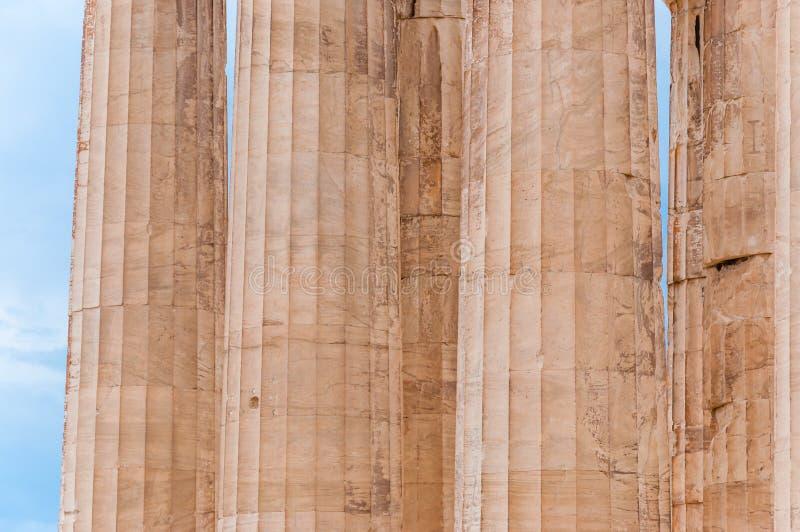 Остатки старых рифленых частей столбцов сделанных мраморного камня стоковое фото