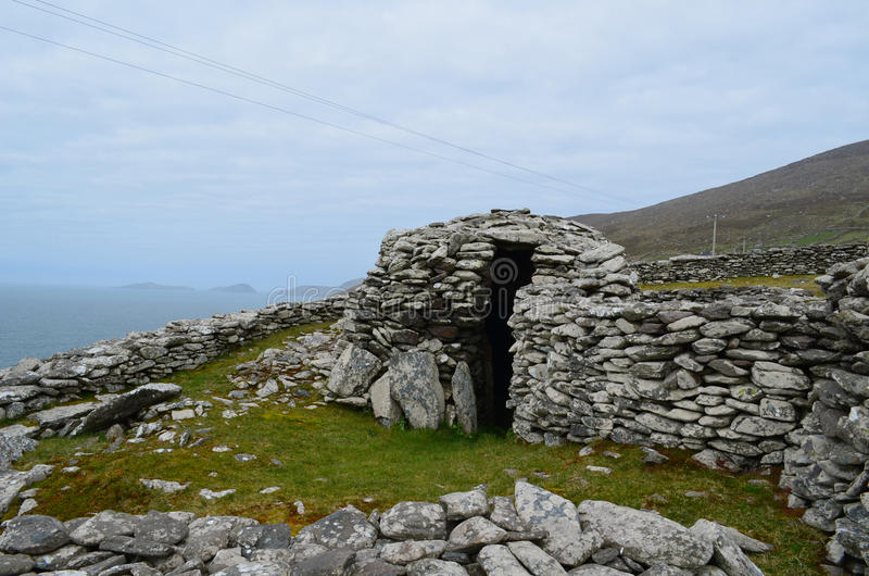Остатки хат улья в Ирландии стоковая фотография rf